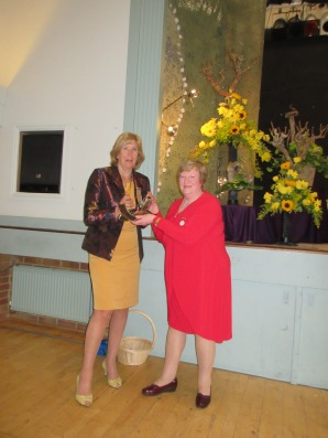 Our president Glenis presenting the most innovative trophy to Liz Hooper